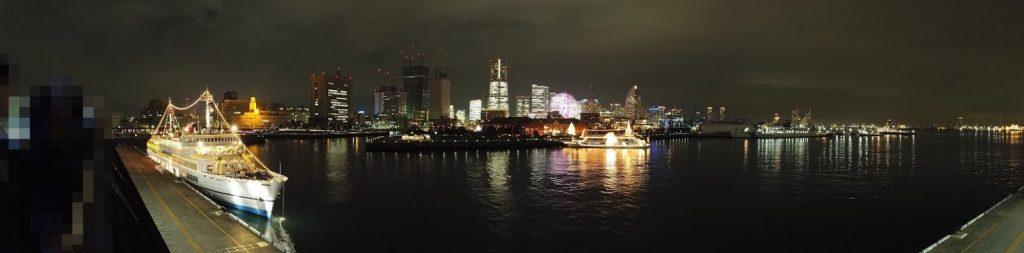 大桟橋から赤レンガ倉庫を撮影した画像