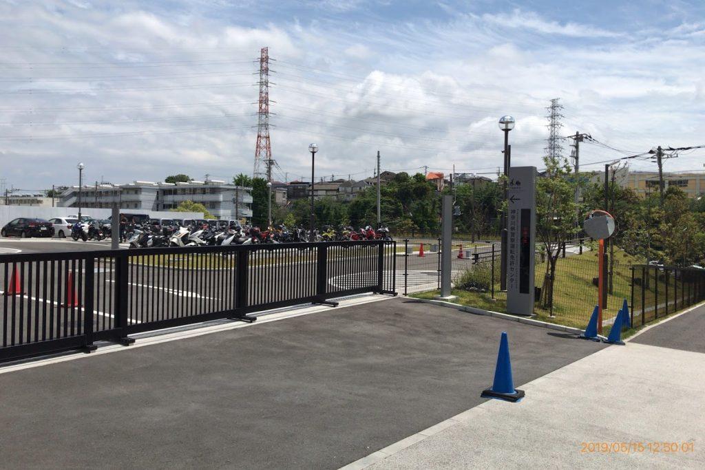 運転免許センター2輪駐車場入り口