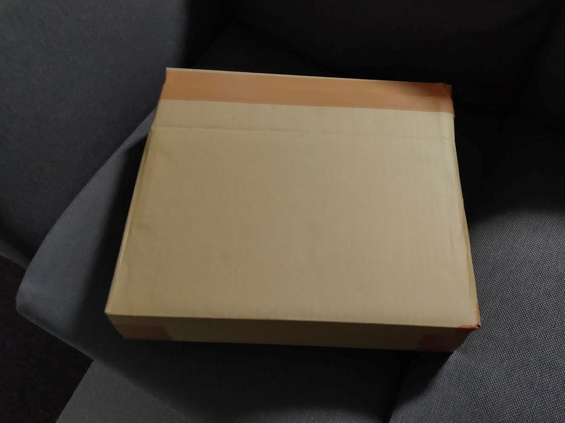 ダンボールに詰めたMacBookAir